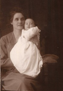Anna Kobler and child ... LaVergne, Margaret, or Lorrayne